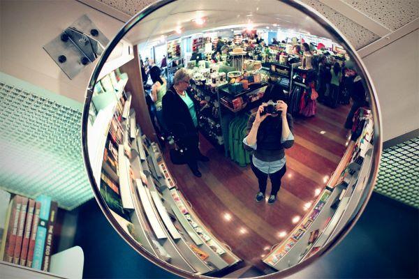 فواید نصب آینه در مغازه